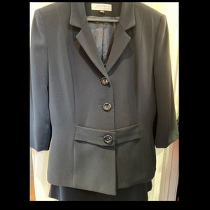 Navy Tahari skirt suit with 3/4 Sleeves